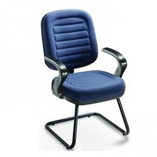 Cadeira Diretor base em S e braço bico de pato