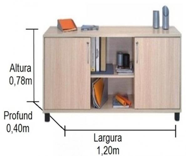Armário credenza com pé 2 portas e uma prateleira para pasta