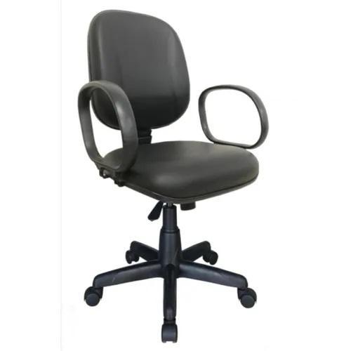 Cadeira Diretor Lisa Giratória Tecido ou Corano Gomada e Braço Corsa