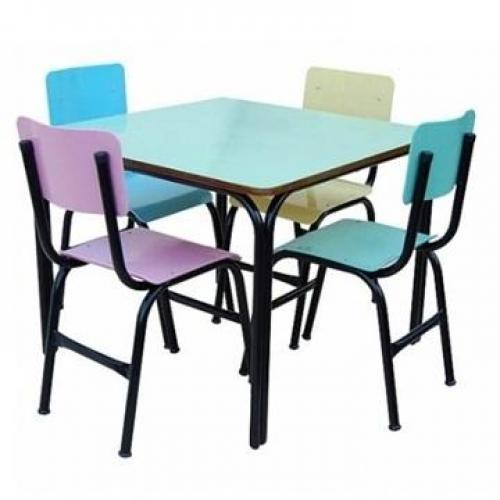 Conjunto escolar infantil em formica com 4 cadeiras medidas da mesa 80x80cm altura 56cm