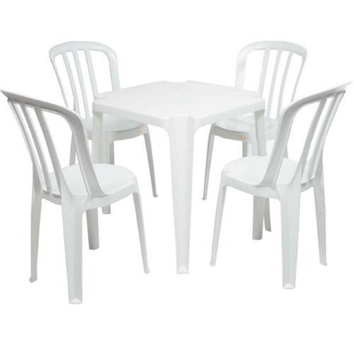 Conjunto de Mesa com Cadeiras de Plástico na cor branca